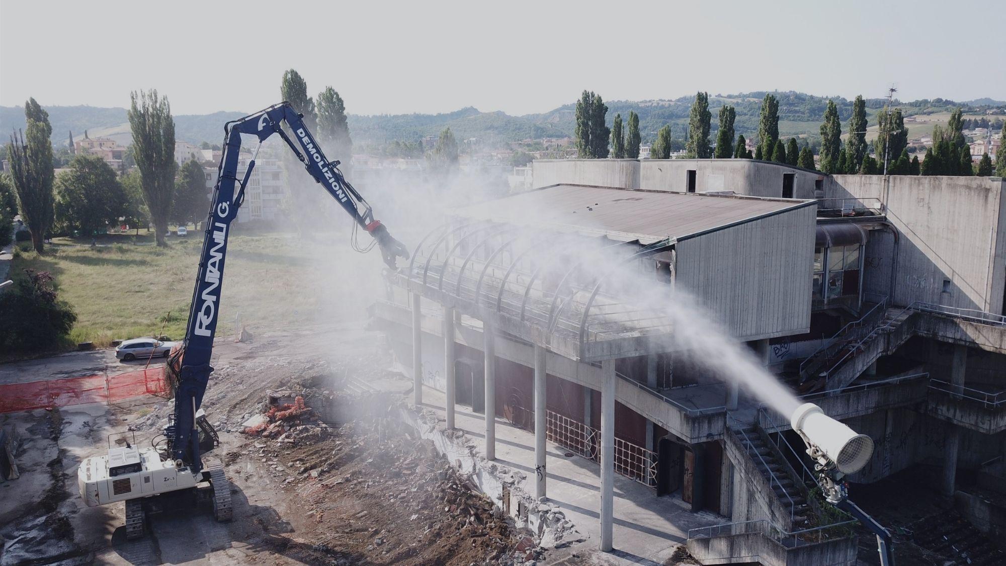 Demolizione con cannone ad acqua