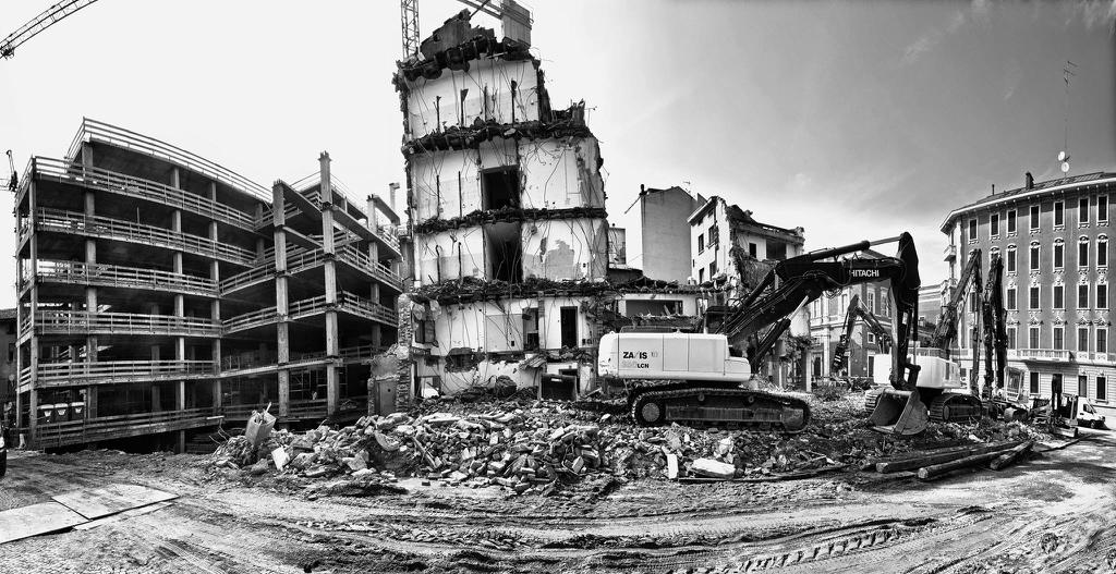 demolizione reggio emilia centro storico