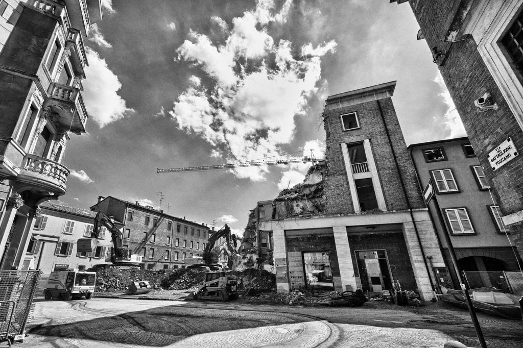 demolizione parte posteriore di palazzo busetti reggio emilia